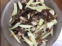 黑木耳蘑菇炒皎白筍