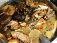 黑蒜頭香菇雞湯