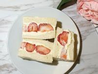 草莓卡士達三明治