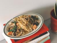 清炒波特貝勒菇與鮭魚細扁麵