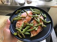 簡單快速料理:香煎奶油鮭魚佐四季豆