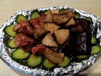 炸豬肉.蕈包菇.豆乾小黃瓜拼盤