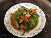 快速營養好菜:蒜香紅蘿蔔香菇炒豌豆