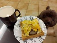 【週末早午餐🍔】花生漢堡肉蛋吐司