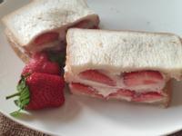 草莓厚切奶油土司