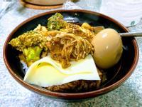 梅花豬肉咖哩飯佐花椰金針菇