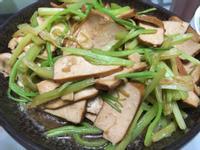 (全素蔬食)椒鹽豆干炒芹菜