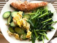 [減脂餐]S10滿分鮭魚菠菜小黃瓜煎蛋