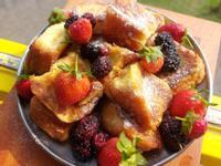 露營早餐:法式草莓吐司