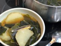 韓式馬鈴薯海帶芽湯