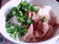 清冰箱料理-青蔥白菜豆皮麵