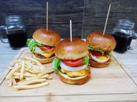 露營食譜。手作漢堡。豪華起司蘑菇漢堡