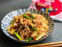 台式火腿高麗菜炒泡麵/統一麵肉燥風味