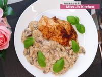 烤雞胸肉佐蘑菇白醬