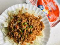 螞蟻上樹/辣肉燥炒泡麵。統一麵肉燥風味