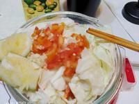 防疫料理~~超快速高麗菜番茄熱沙拉