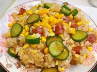 DJ媽簡單料理❤️香腸小黃瓜玉米炒飯