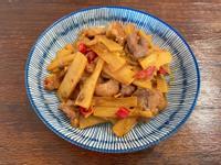 下飯家常料理《脆筍片炒豬肉》肉絲