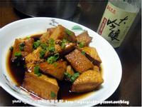 「萬家香大吟釀薄鹽醬油」醬燒油豆腐