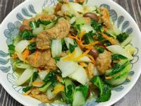 lanni 青菜拌炒花生麵筋