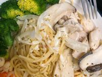 白醬鮮蝦義大利麵佐洋菇再佐花椰菜