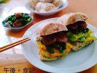 香腸炒菜豆+饅頭高麗菜蛋
