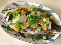 【李媽媽的家常菜】-醃鳳梨清蒸黑毛魚