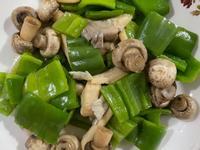 青椒炒菇菇