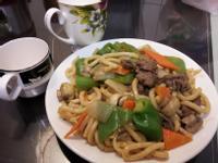 鮮菇牛肉炒烏龍麵