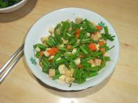 空心菜梗炒豆瓣彩丁
