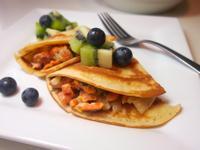 美式奶油鮭魚煎餅捲Rolled pancake with creamy salmon fillling