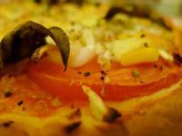 手做厚皮披薩,一片接一片吃不停!