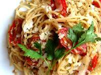 蒜香鯷魚蕃茄義大利麵