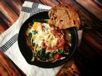 平底鍋烤蛋、嫩菠菜、紅椒及帕馬火腿 Baked Egg w/ Spinach, Red Pepper, and Prosciutto