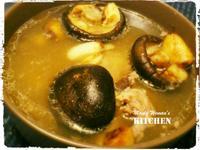 香菇大蒜雞湯 ─ 迎接菇菇人的逆襲吧!