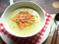 燻鮭魚佐白花椰菜馬鈴薯濃湯