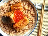 居酒屋風燒烤鮭魚親子丼