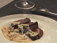簡單快速!30分鐘做出美味「嫩鴨胸野菇白醬義大利麵」