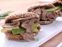 <湯瑪仕創意料理> 辣味蔥爆羊肉芝麻燒餅