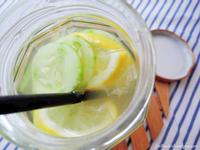 蜂蜜柠檬黄瓜排毒水