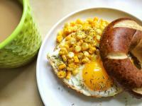 早午餐! 迷迭香乳酪煎蛋貝果