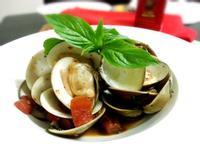 帶點意式風味的蕃茄九層塔炒蛤蠣