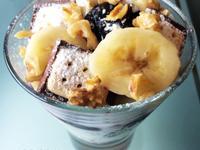 香蕉核桃vs紅櫻桃小葡萄果醬牛奶燕麥粥