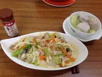 家常菜-海鮮炒烏龍麵+黃瓜3丸湯