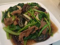 蠔油牛肉炒皮蛋菠菜