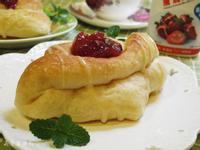 草莓煉奶麵包。鷹牌煉奶