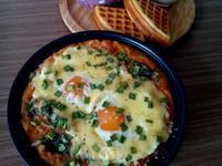 起司荷包蛋佐蕃茄肉醬馬鈴薯泥早餐/早午餐