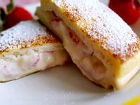 草莓奶酪吐司『鷹牌煉奶』