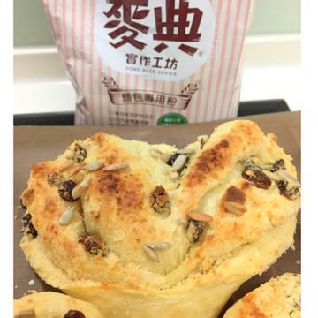 小妹子跟著做了椰子奶酥麵包【麥典實作工坊麵包專用粉】