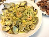 奶油青醬鮮蝦蛤蜊義大利麵